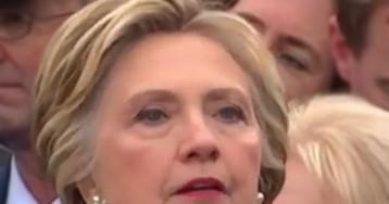 СМИ: Клинтон снова бросит вызов Трампу, став ведущей политического ток-шоу