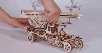 Необычные подарки на 23 Февраля и 8 Марта: механические конструкторы из дерева