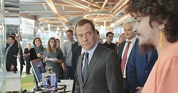 «Айфон» Медведева чуть не разобрали