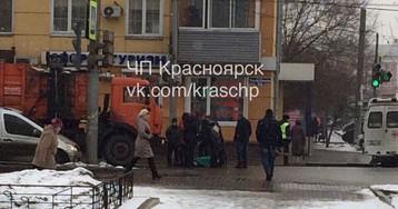 В центре Красноярска 55-летнюю женщину сбил мусоровоз