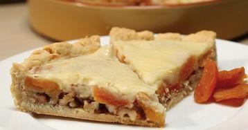 ВИДЕО-РЕЦЕПТ: Пирог с курагой в сметанной заливке