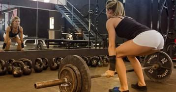 6 мифов о женских силовых тренировках, которые мешают вам стать красивее