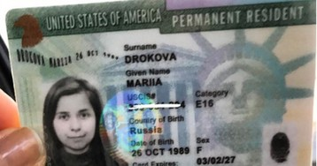 Целовавшая Путина комиссар «Наших» добилась грин-карты США