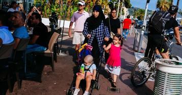 Justiça europeia permite que empresas proíbam véu islâmico no trabalho