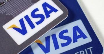 За снятие денег с банковских карт в России придется платить комиссию