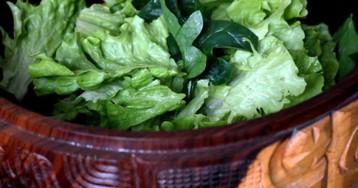 Как правильно заправить зеленый салат: 3 секрета