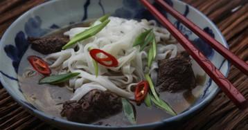 Классический тайваньский мясной суп с лапшой