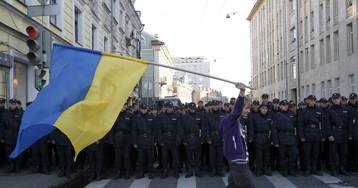 Россияне стали лучше относиться к Западу и Украине