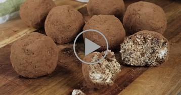 Пирожное а-ля картошка с грушами и овсяными хлопьями: видео-рецепт