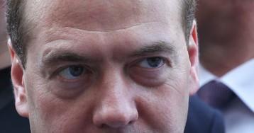 Порочный круг: у Медведева все растет, у народа - падает