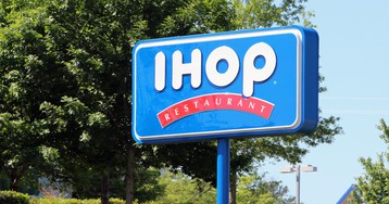 Couple Complains About IHOP Waitress' Service, So Naturally, She Pulls A Steak Knife On Them