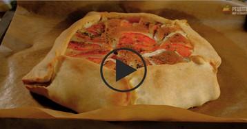 Галета с помидорами, куриным филе и сыром: видео-рецепт