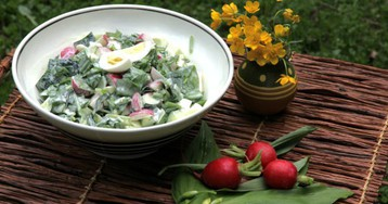 Весенний салат со свежей черемшой