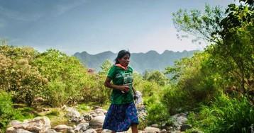 В забеге на 50 километров победила мексиканка в сандалиях и юбке