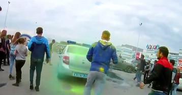 СК начал проверку после нападения челябинских подростков на полицейские машины
