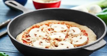 Как приготовить пиццу на сковороде: 3 аппетитных рецепта