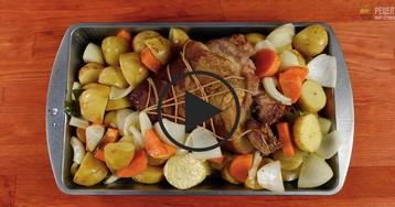 Рулет из свиной рульки с овощами: видео-рецепт