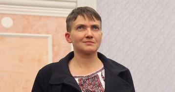 Савченко закидали яйцами во время ее визита в Николаев