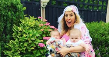 Родители пародируют фотографию Бейонсе с близнецами, чтобы показать, как это выглядит на самом деле