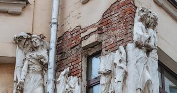 Падающий Гоголь спас умирающий дом