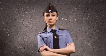 Еду вмаршрутке, наостановке заходит девушка вформе— полковник полиции!