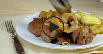 Печень по-берлински с яблоками и луком: видео-рецепт