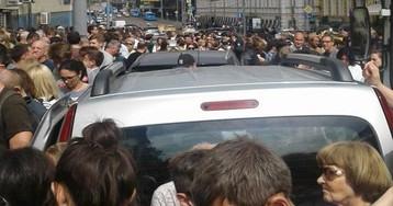 У Басманного суда митингуют в защиту Серебренникова: Юрский, Смольянинов, Улицкая