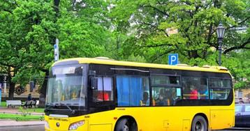 Автобус уже битком набит, аводитель всё равно не трогается…
