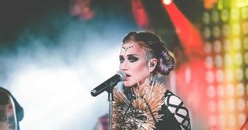 Грузовик наехал на людей в центре Москвы, госпитализирована певица Линда