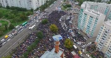 Тысячи мусульман молились на праздновании Курбан-байрама у красноярской мечети