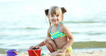 Как моя маленькая дочка опозорила меня навесь пляж