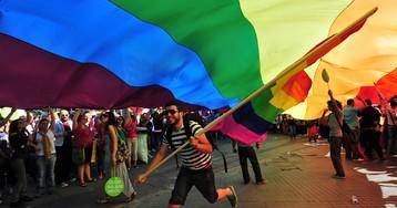 Любит-не любит: ученые создали алгоритм, определяющий геев по фотографии