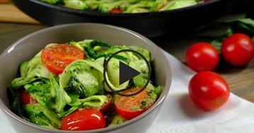 Паста из цуккини с курицей и соусом песто: видео-рецепт