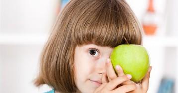 Подбегает комне трёхлетняя дочурка ипротягивает яблочко сословами: «На, поешь!»