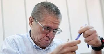 Улюкаев начал читать Льва Толстого и полюбил общаться на пальцах