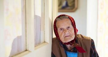 Бабуля после инсульта не встаёт, а я покуриваю по-тихому. Иду как-то в очередной раз на балкон…