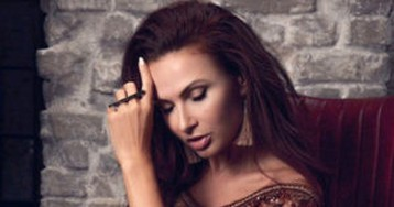 Эвелина Бледанс расплакалась в прямом эфире из-за развода