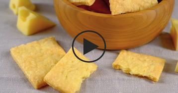 Воздушные сырные крекеры: видео-рецепт