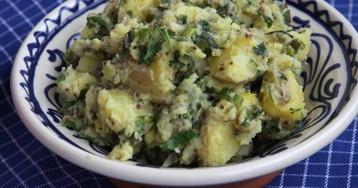 Салат из переваренной картошки с зеленым луком