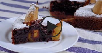 Влажный брауни с грушей: видео-рецепт