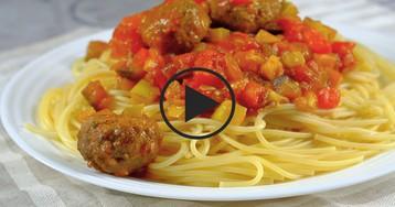 Паста с фрикадельками в овощном соусе: видео-рецепт