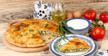 Домашний пирог с зелёным луком и яйцом