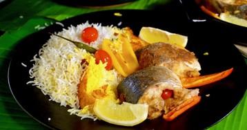 Пряная рыба в банановых листьях с рисом, приготовленная на гриле WEBER