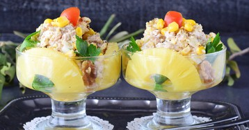 Вкуснейший салат с курицей, сыром и ананасом