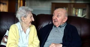 Сын всегда жил с мамой, а в 80 лет оказался в доме престарелых. Она переехала желать ему добрых снов и сюда