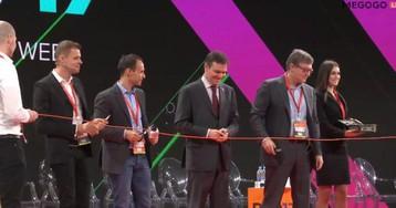 На открытии RIW 2017 главы РАЭК, РОЦИТ, МКС и депутат символично порезали интернет-кабель