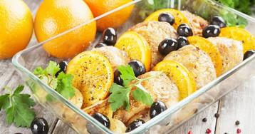 Запечённые куриные бёдра с апельсинами и маслинами