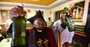 Ешь, молись, пей: в Южной Африке открылась церковь, где нужно выпивать во время службы