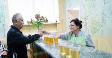 Пенсионеров «приветливо» приняли в санатории: «Зассыт нам все простыни…»