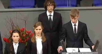 Школьник из РФ извинился в Бундестаге за невинно убитых солдат Вермахта